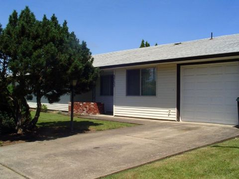 3727 S E St, Springfield, OR 97478