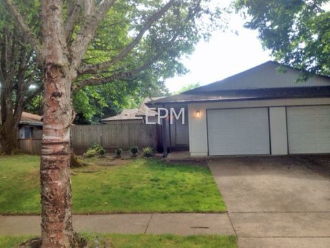 6352 F St, Springfield, OR 97478
