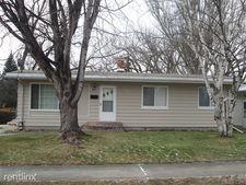 803 N 24th St, Grand Forks, ND 58203
