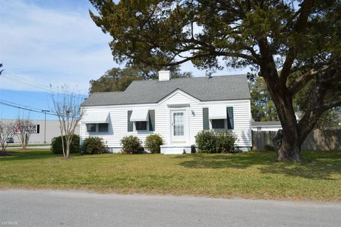 2720 Arvon Ave, Morehead City, NC 28557