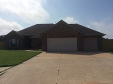 530 W Geronimo Court Way, Mustang, OK 73064