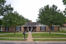 308 Woodway Dr, Victoria, TX 77904