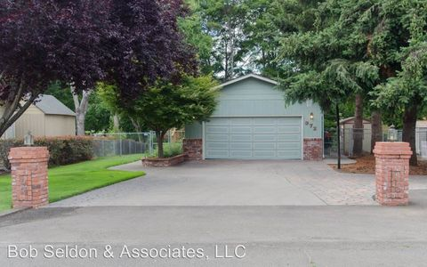 972 S Shasta Ave, Eagle Point, OR 97524