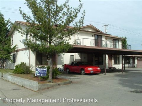 1702 Ne Fairview Ave Apt B, Grants Pass, OR 97526