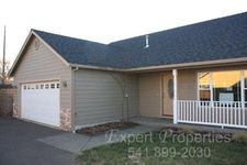2825 Duell Ave, Medford, OR 97501