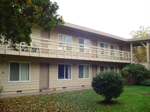 712 4th St Apt 9, Springfield, OR 97477