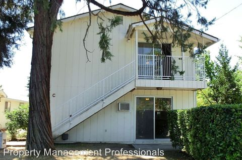 423 Sw I St Apt D, Grants Pass, OR 97526