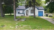 4969 S 27th St, Greenfield, WI 53221