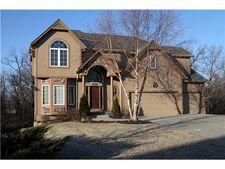4814 Grove St, Shawnee, KS 66226