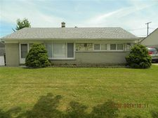 25452 Miracle Dr, Madison Heights, MI 48071