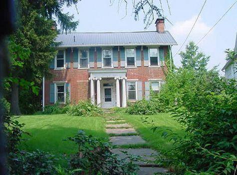 229 W Main St, Saint Clairsville, OH 43950