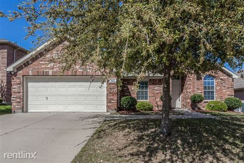 693 S Heights Dr, Crowley, TX 76036