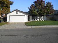 2043 Candlewood Ln, Hanford, CA 93230