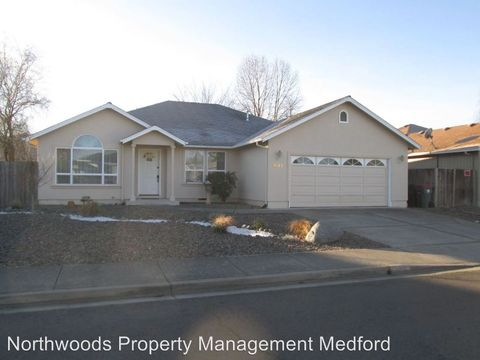 601 Shadow Wood Dr, Medford, OR 97501