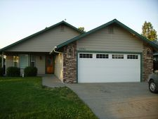 2990 Sw Ravenwood Dr, Grants Pass, OR 97527