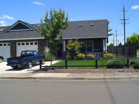 1851 8th St, Springfield, OR 97477