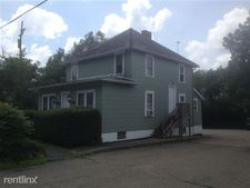 527 1/2 Richland Ave, Athens, OH 45701