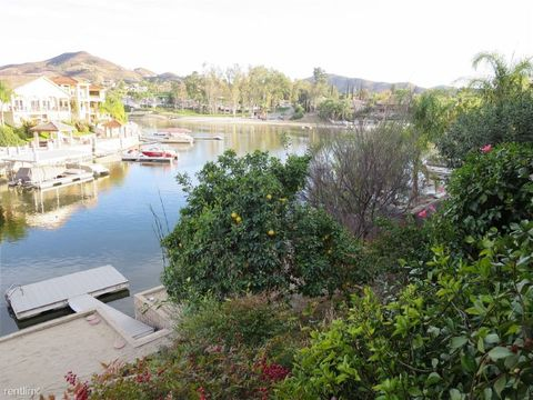 30352 Gulf Stream Dr, Canyon Lake, CA 92587