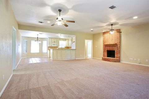 2102 Valley Dr, Weatherford, TX 76087