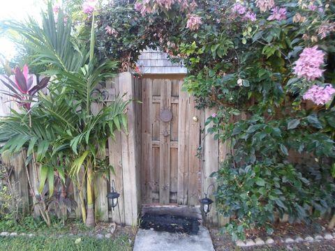 169 Woodland Rd, Palm Springs, FL 33461