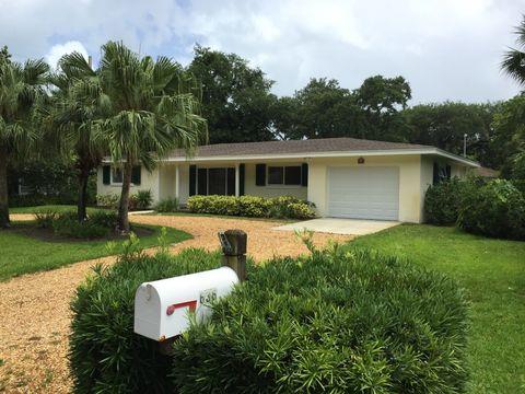 636 Honeysuckle Ln, Vero Beach, FL 32963