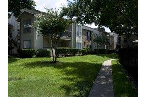 1335 Silverado Dr, Houston, TX 77077