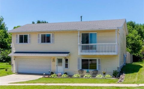 3030 9th St, Marion, IA 52302