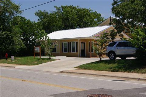 204 E Buck St, Caldwell, TX 77836