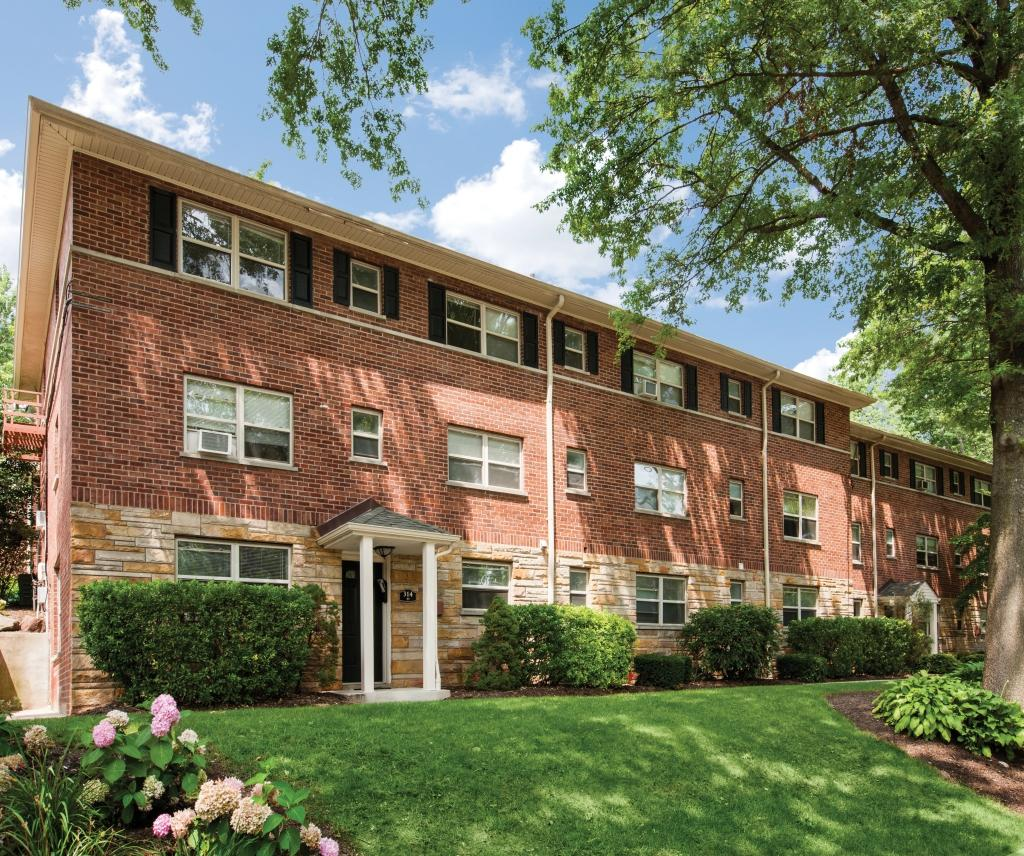 Oak Manor Apartments, Ridgewood. Apartment For Rent