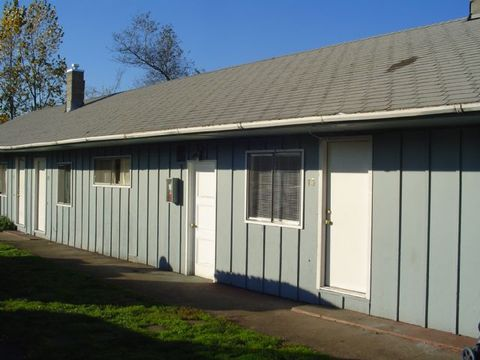310 42nd St Apt 2, Springfield, OR 97478