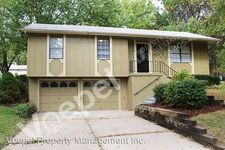 205 Se Westminister Rd, Blue Springs, MO 64014