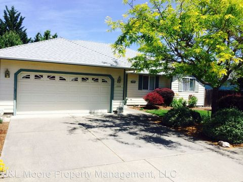 1844 Sw Topaz Ln, Grants Pass, OR 97526