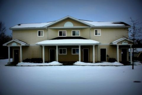848 S Chestnut St Apt C3, Reed City, MI 49677