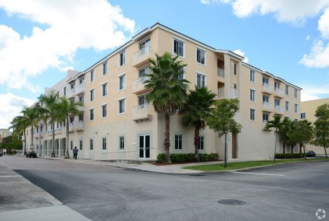 4150 Nw 34th St, Lauderdale Lakes, FL 33319