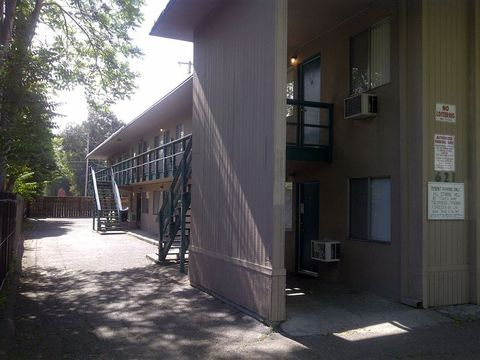 621 N Monroe St, Stockton, CA 95203