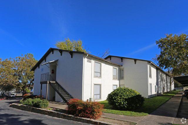 River park apartments 241 seville dr new braunfels tx for Apartments in new braunfels tx