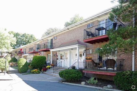 636 Godwin Ave, Midland Park, NJ 07432