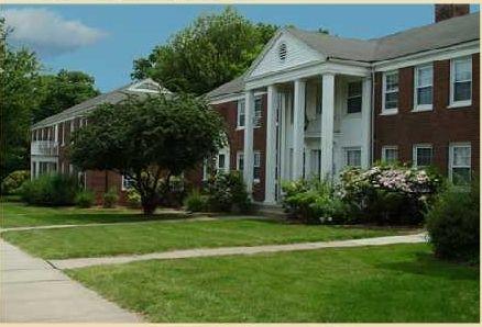 27 Loomis Dr, West Hartford, CT 06107